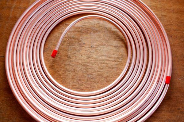 Rollo de tubos de cobre, materia prima para este llamador de ángeles fácil