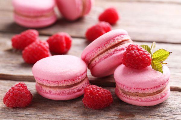 Los macarrones de frutos rojos tienen un color característico que los hace irresistibles.