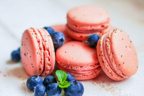 Esta receta de macarrones caseros se adapta a cualquier variedad de frutos del bosque, sean rojos o no.