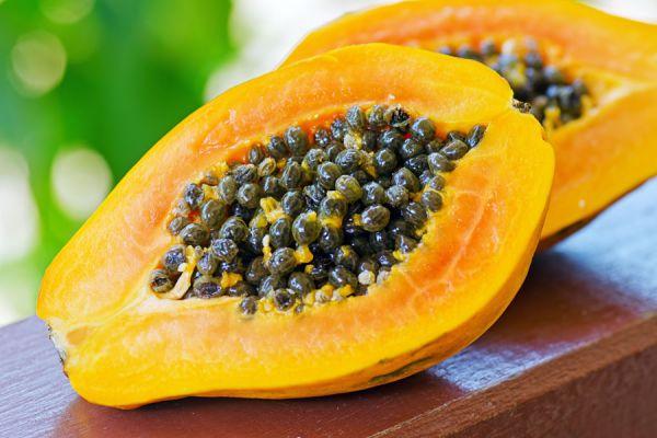 Interior de la papaya, fruta con muchos beneficios para el cabello y la piel