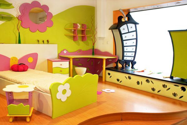 Decoración colorida con muebles renovados para el dormitorio infantil