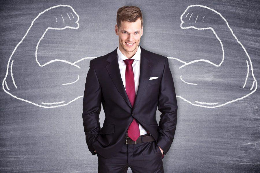 Hombre luciendo poderoso y con mucha confianza en si mismo