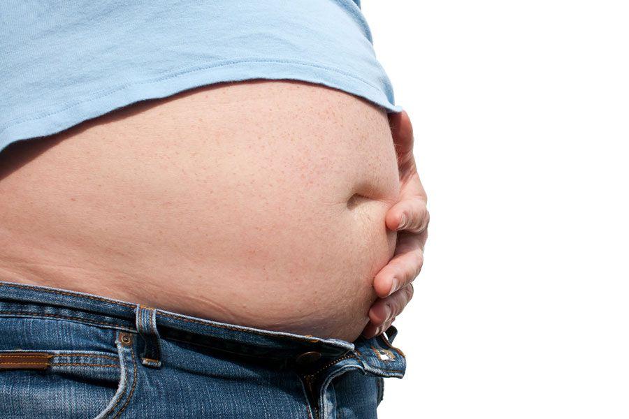 Una barriga abultada puede ser síntoma de gordura o de inflamación.