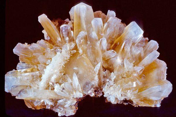 La formación de cristales de bórax son un efecto muy original para hacer adornos.