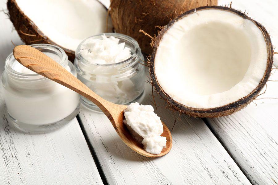 25 usos útiles del aceite de coco. Cómo usar el aceite de coco para el pelo. Usos del aceite de coco para la piel.