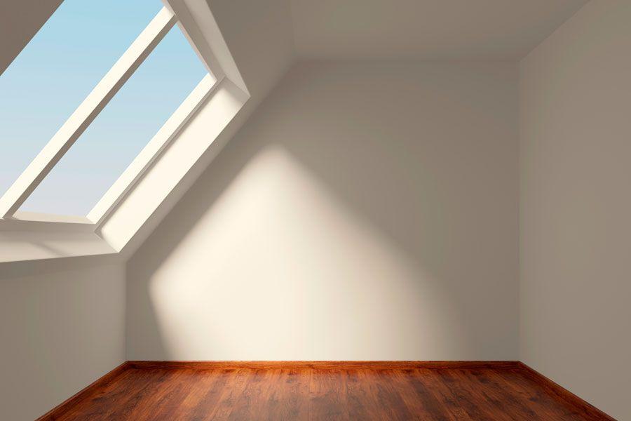 Habitación sin amoblar con ventanal y buena iluminación