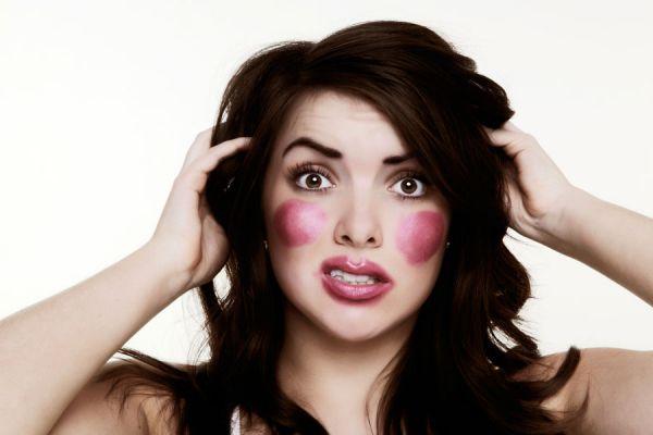 Demasiado rubor afectará el maquillaje y no se verá perfecto