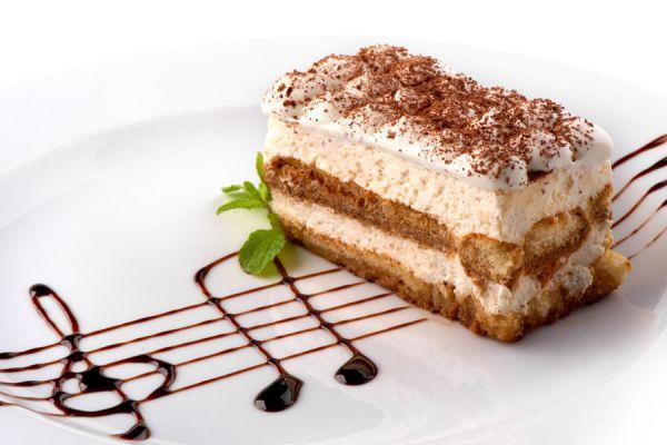 El bizcocho de yogur se puede rellenar con cremas para pasteles