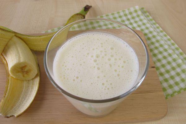 Vaso con yogurt kéfir, repleto de beneficios y propiedades para la salud