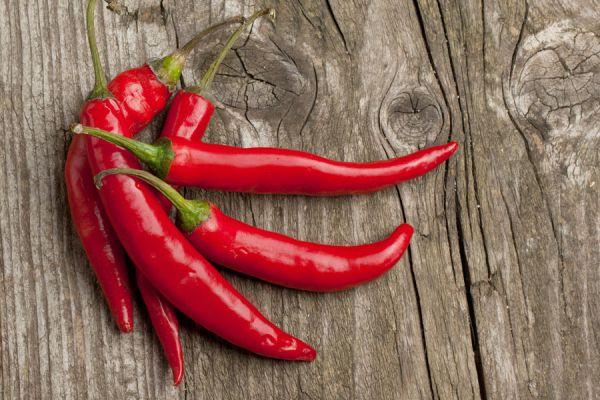 La pimienta de cayena es un polvo proveniente de un tipo de chile o ají