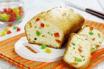 Cómo distribuir frutas abrillantadas o secas en una torta o budin