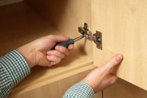 Como arreglar la puerta de un armario que no cierra bien