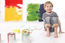 Cómo estimular a un niño en las actividades plásticas