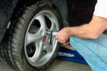 Cómo cambiar el neumático de un coche