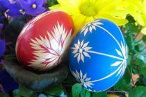 Cómo hacer huevos de colores para Pascuas