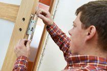 Cómo cambiar la combinación de una cerradura