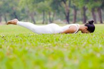 Posturas de Yoga para Prevenir la Osteoporosis