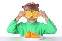 Cómo incentivar a los niños a comer frutas