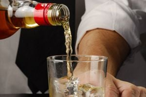 Cómo servir una bebida