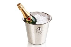 Ilustración de Cómo Enfriar Rápidamente una Botella de Champagne o Vino