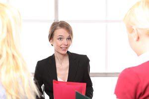 Consejos para actuar durante una entrevista de trabajo. Tips para prepararse para una entrevista laboral. Cómo actuar y prepararse para una entrevista