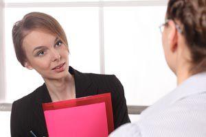 Ilustración de Preguntas frecuentes conflictivas de una Entrevista de Trabajo. Cómo responder.