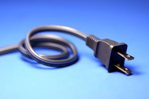 Cómo reparar el enchufe de un electrodoméstico