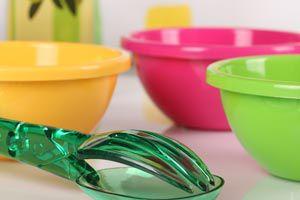 Cómo limpiar recipientes de plástico