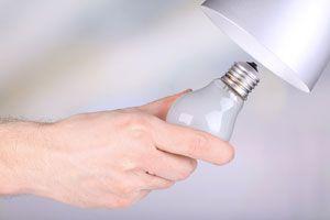 Cómo cambiar una lamparita o bombilla de luz