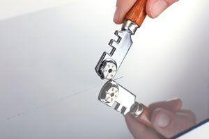 Ilustración de Cómo Cortar un Vidrio