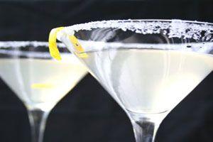 Cómo escarchar una copa para cócteles