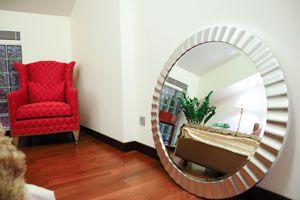 Cómo Decorar el Marco de un Espejo