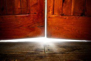 Cómo arreglar una puerta que roza