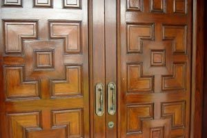 Consejos para decorar puertas con molduras
