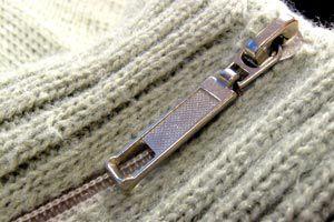 Cómo quitar las pelusas a un suéter