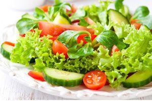 Ilustración de Cómo aliñar o condimentar una ensalada