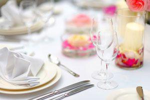 Cómo Usar los Cubiertos en una Cena Formal