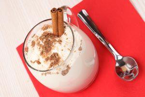 Cómo servir una bebida caliente y evitar que se rompa el vaso