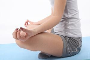 Ilustración de Cómo meditar para lograr un momento de relajación y calma