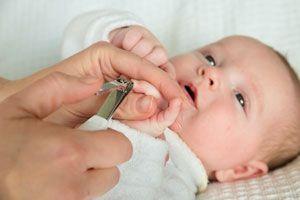 Cómo cortar las uñas de un Bebé