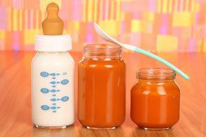 Cómo enseñarle a comer a un bebe