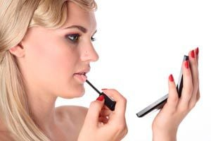 Ilustración de Cómo delinear un labio de forma correcta