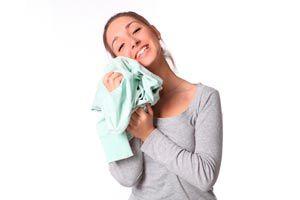 C mo eliminar el olor a humedad en las habitaciones - Como quitar el olor a humedad en la ropa ...