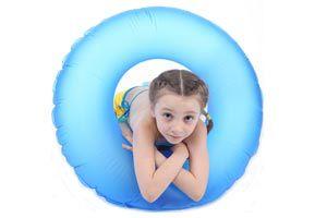 Cómo elegir una academia de natación para los niños