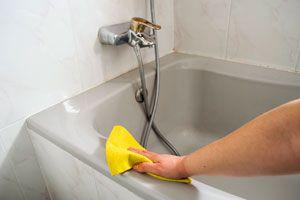 Truco casero para limpiar la bañera. Como quitar manchas amarillas de la bañera. Elimina las manchas de la bañera
