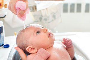 Cómo y cuando bañar a un recién nacido
