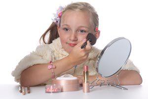 Cómo ayudar a las niñas a maquillarse: Algunas recomendaciones