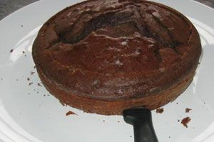 Cómo cortar una torta en dos capas iguales