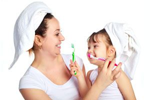 Ilustración de Cómo enseñar a los niños a cepillar sus dientes