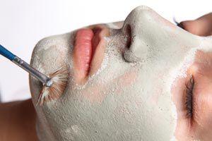 Ilustración de Cómo preparar lociones y máscaras para piel seca con frutas y verduras.